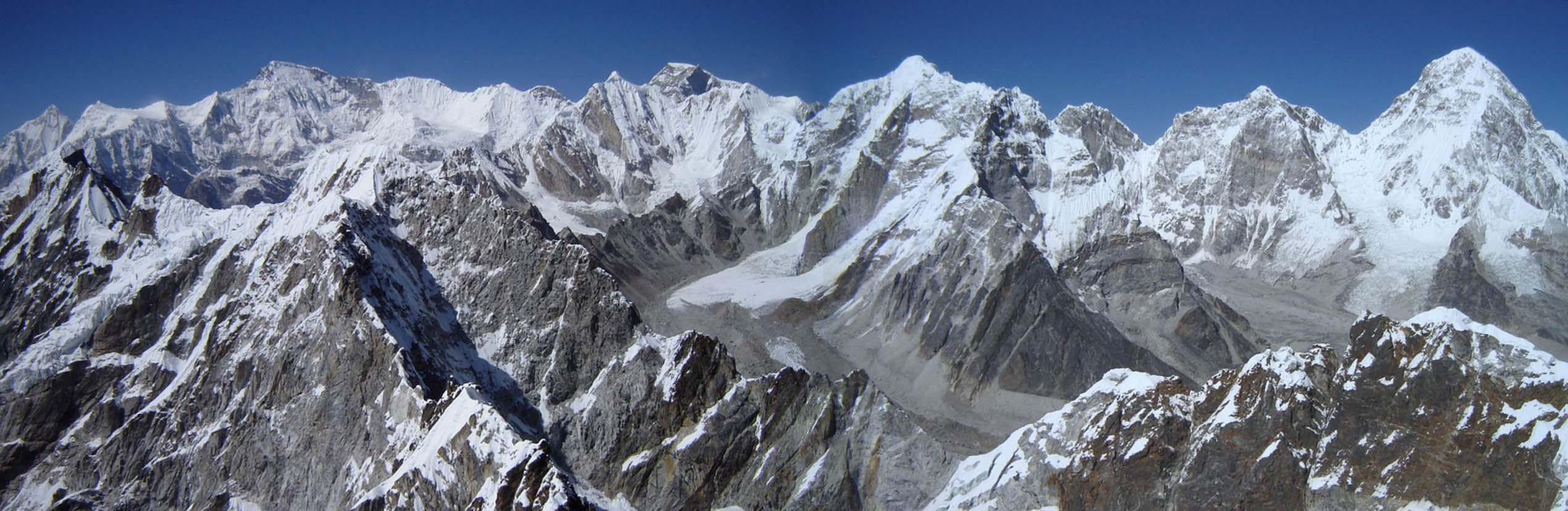 Lobuje East Everest Panorama.jpg