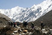 On the way to Kyanjin Gompa.jpg